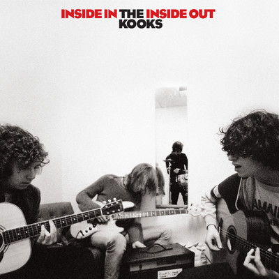 シングル/She Moves In Her Own Way/The Kooks